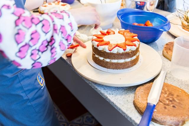 Naked Cakes Backkurs mit Silvia Fischer. Backen mit Hofer.