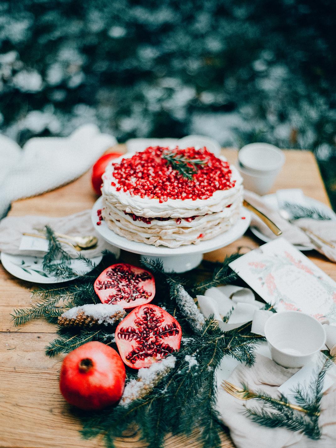 Silvia Fischer. Echte Kuchenliebe. Granatapfel Pavlova Torte