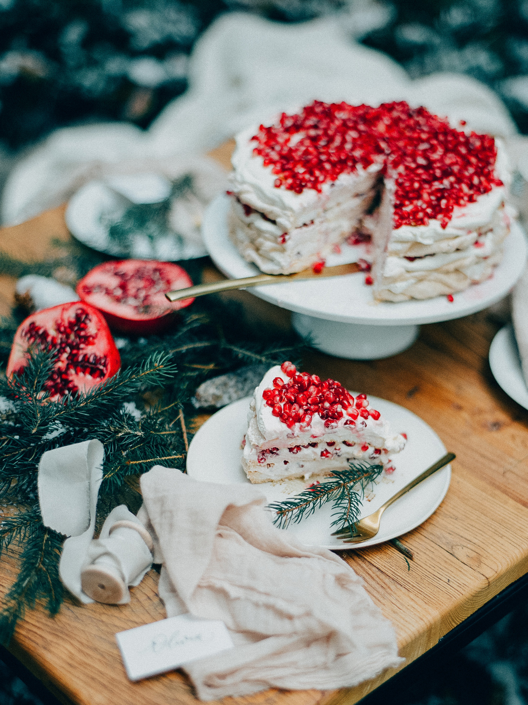 Pavlova mit Granatapfelkernen. Rezept von Silvia Fischer. Echte Kuchenliebe