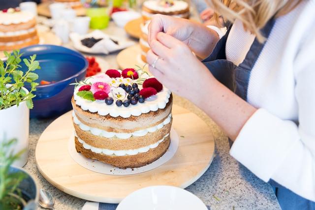 Naked Cake backen und dekorieren